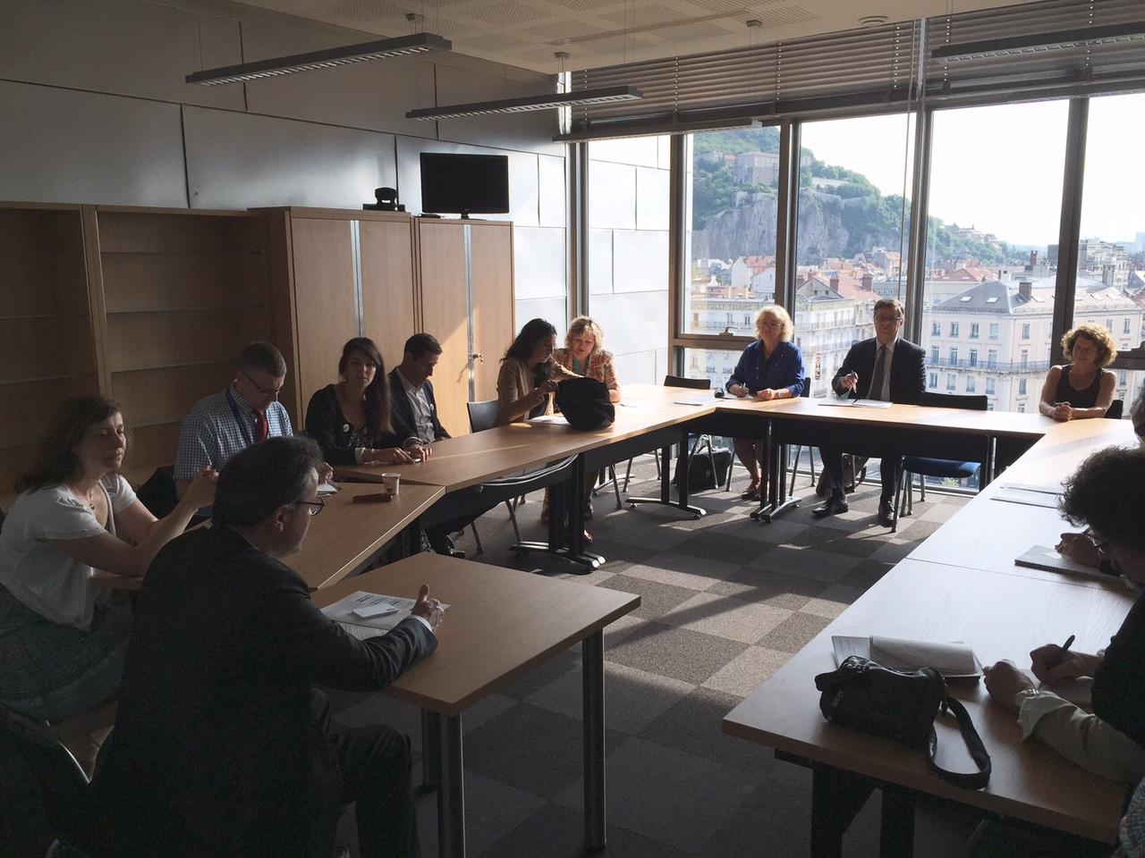 Martin Hirsch échange autour des enjeux de l'Institut et des partenariats avec des représentants d'entreprises et d'associations (Hewlett-Packard, Malakoff-Mederic, Schneider Electric, AG2R la Mondiale, Orange Solidarité, RTE).